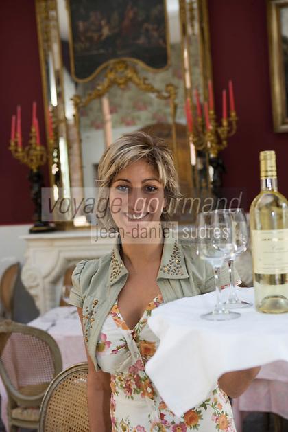 Europe/France/Provence-Alpes-Côte d'Azur/13/Bouches-du-Rhône/Marseille: Service souriant au restaurant La Grotte à la calanque de Callelongue