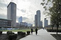 - Milano, parco Biblioteca degli Alberi e grattacieli del quartiere Varesine / Porta Nuova<br /> <br /> - Milan, the Biblioteca degli Alberi park and skyscrapers in the Varesine / Porta Nuova district