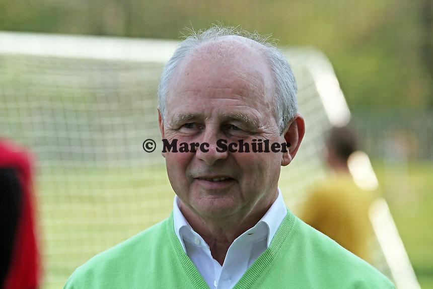 Weltmeister 1974 Bernd Hölzenbein - Eintracht Frankfurt verabschiedet den WM Pokal