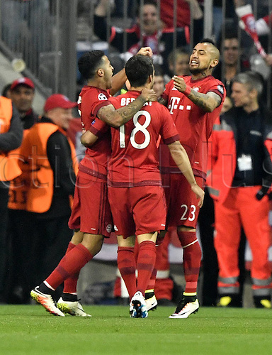 05.04.2016. Munich, Germany.  Arturo Vidal (FC Bayern Muenchen) celebrates with team mates as he scores for Bayern for 1:0 Champions League FC Bavaria Munich versus Benfica Lisbon