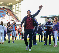 Burnley's Dean Marney salutes the fans during a lap of the pitch<br /> <br /> Photographer Alex Dodd/CameraSport<br /> <br /> The Premier League - Burnley v Bournemouth - Sunday 13th May 2018 - Turf Moor - Burnley<br /> <br /> World Copyright &copy; 2018 CameraSport. All rights reserved. 43 Linden Ave. Countesthorpe. Leicester. England. LE8 5PG - Tel: +44 (0) 116 277 4147 - admin@camerasport.com - www.camerasport.com