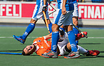UTRECHT - Blessure Martijn van Grimbergen (Bldaal)    tijdens   de hoofdklasse competitiewedstrijd mannen, Kampong-Bloemendaal (2-2) .  COPYRIGHT   KOEN SUYK