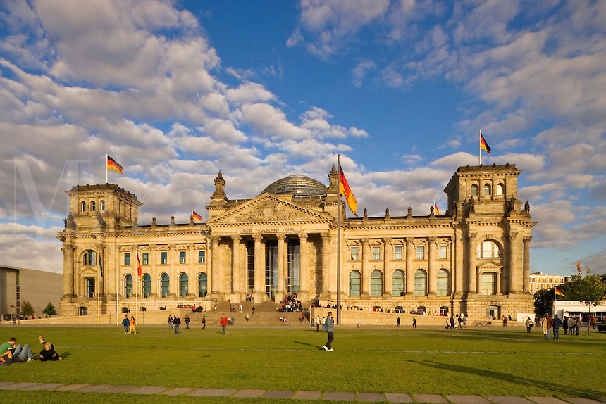 Germany, Berlin. Reichstag.  Bundestag.  Rebuilt after unification by architect Norman Foster.  Evening.