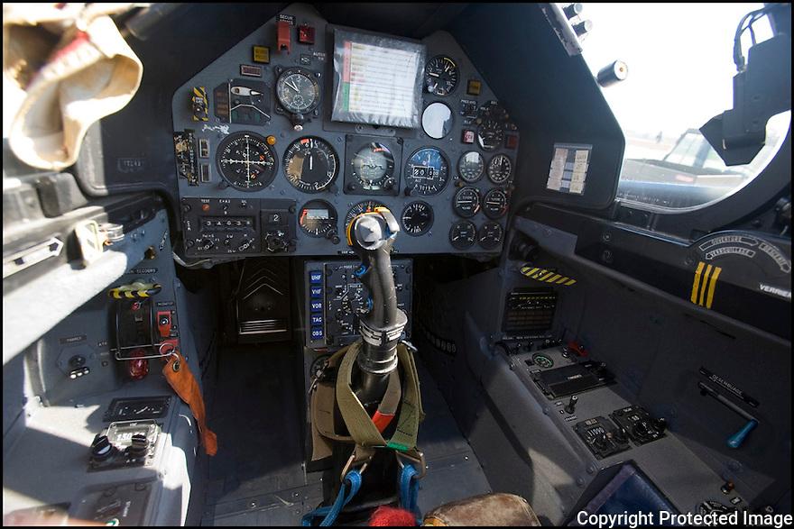 -2008-Salon de Provence- Patrouille de France, cockpit de l'alphajet.