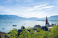 Austria, Upper Austria, Salzkammergut, Attersee at lake Attersee: with evangelic church St. Martin, at background Salzkammergut mountains | Oesterreich, Salzkammergut, Attersee am Attersee: mit evangelischer Martinskirche, am Horizont die Salzkammergut-Berge