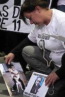 BUENOS AIRES, ARGENTINA, 22 MAIO 2012 - MANIFESTO VITIMAS ACIDENTE TREM - Manifestacao para pedir justica as 51 vitimas do tragico acidente ferroviario de 22 de fevereiro na estacao Onze na cidade de Buenos Aires na Argentina. FOTO: JUANI RONCORONI - BRAZIL PHOTO PRESS.