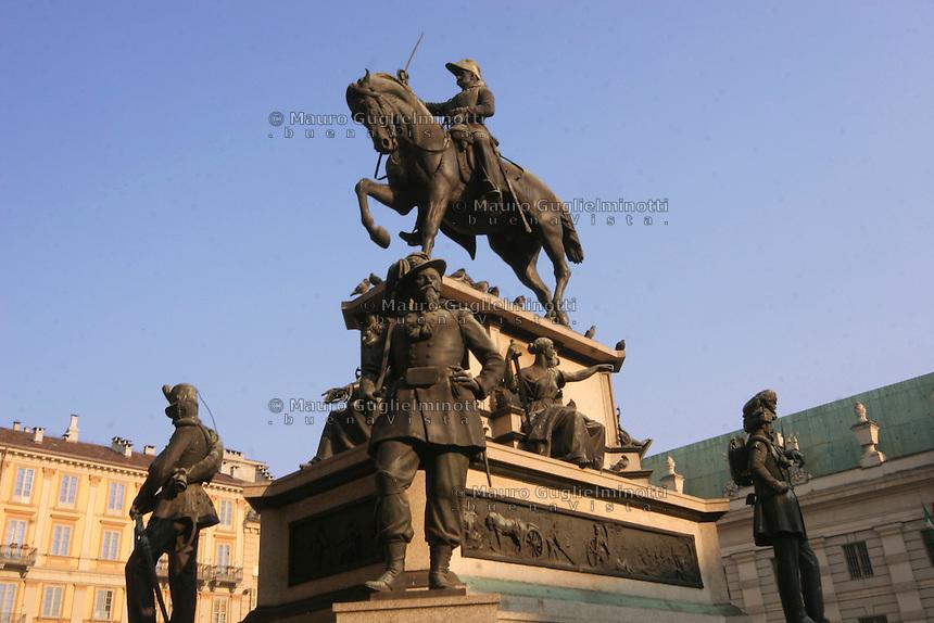 ITALIA Torino Piazza Carlo Alberto  Monumento equestre a Carlo ALberto realizzato dal Marocchetti