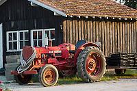 Europe/France/Aquitaine/33/Gironde/Bassin d'Arcachon/ Le Cap Ferret : Cabanons ostréicoles et tracteur d'ostréiculteur