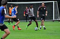 SÃO PAULO, SP, 10.04.2017 – FUTEBOL-SAO PAULO - Thiago Mendes durante treino do São Paulo realizado no CT da Barra Funda, na zona oeste da capital, na tarde desta segunda - feira (10).  (Foto: Renato Gizzi/Brazil Photo Press)