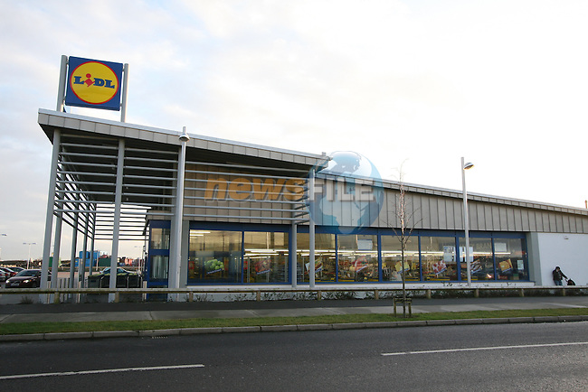 LIDL at the M1 Retail Park, Drogheda...Photo NEWSFILE/Jenny Matthews.(Photo credit should read Jenny Matthews/NEWSFILE)....This Picture has been sent you under the condtions enclosed by:.Newsfile Ltd..The Studio,.Millmount Abbey,.Drogheda,.Co Meath..Ireland..Tel: +353(0)41-9871240.Fax: +353(0)41-9871260.GSM: +353(0)86-2500958.email: pictures@newsfile.ie.www.newsfile.ie.FTP: 193.120.102.198.
