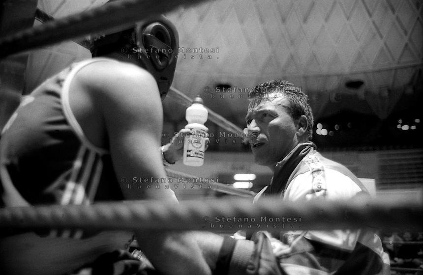 Roma Palazzetto dell Sport.Boxe dilettanti.Il maestro Sergio Calì della  Boxe Roma San Basilio all' angolo con un pugile