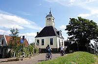 Nederland Durgerdam 2019.Houten kapel in Durgerdam.  De Kapel is eigenlijk het oude raadhuis van het dorp. Waarschijnlijk heeft het gebouw zijn bijnaam gekregen toen er in de middeleeuwen de mis werd gelezen. Ook was in het raadhuis de dorpsschool ondergebracht. In de 19e en het begin van 20ste eeuw was de gemeentelijke visafslag er gevestigd. Foto Berlinda van Dam / Hollandse Hoogte