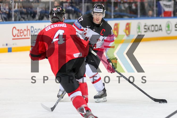 Canadas Crosby, Sidney (Nr.87) mit Puck im Spiel IIHF WC15 Schweiz vs. Canada.<br /> <br /> Foto &copy; P-I-X.org *** Foto ist honorarpflichtig! *** Auf Anfrage in hoeherer Qualitaet/Aufloesung. Belegexemplar erbeten. Veroeffentlichung ausschliesslich fuer journalistisch-publizistische Zwecke. For editorial use only.