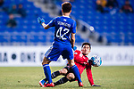 Muangthong Midfielder Chanathip Songkrasin (R) fights for the ball with Ulsan Hyundai Midfielder Han Seunggyu (L) during the AFC Champions League 2017 Group E match between  Ulsan Hyundai FC (KOR) vs Muangthong United (THA) at the Ulsan Munsu Football Stadium on 14 March 2017 in Ulsan, South Korea. Photo by Chung Yan Man / Power Sport Images