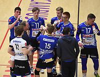 VT KORTRIJK - KNACK B ROESELARE :<br /> Roeselaarse coach Dirk Courtens zet zijn manschappen op scherp<br /> <br /> Foto VDB / Bart Vandenbroucke