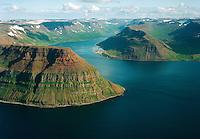 Göltur, Súgandafjörður, Suðureyri, Spillir og Vatnadalur séð til austurs, Suðureyrarhreppur / Mount Goltur - left, Sugandafjordur, Sudureyri, mount Spillir and Vatnadalur viewing east, Sudureyrarhreppur.