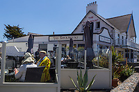 Royaume-Uni, îles Anglo-Normandes, île de Guernesey, Castel: Cobo Bay - Restaurant Pub the Rockmount // United Kingdom, Channel Islands, Guernsey island, Castel: Cobo Bay, Restaurant Pub the Rockmount