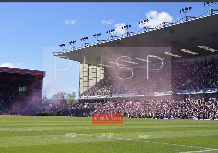 13/05/2018 Premier League Burnley v AFC Bournemouth<br /> <br /> Claret and Blue smoke