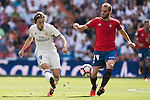 Luka Modric of Real Madrid fights for the ball with Fausto Tienza Munez of Osasuna during the La Liga match between Real Madrid and Osasuna at the Santiago Bernabeu Stadium on 10 September 2016 in Madrid, Spain. Photo by Diego Gonzalez Souto / Power Sport Images