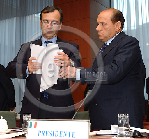 Brussels-Belgium - October 17, 2003---European Council, second day: the President of the European Council and Prime Minister of Italy, Silvio Berlusconi (ri), with his Minister for Foreign Affairs, Franco FRATTINI (le), at the beginning of the meeting in the 'Justus Lipsius' - seat of the Council of the European Union in Brussels---Photo: Horst Wagner/eup-images