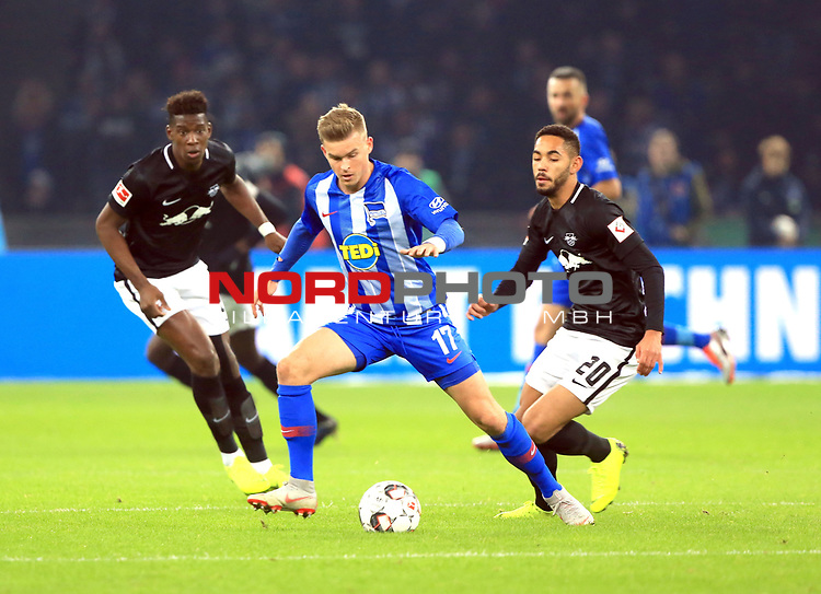 03.11.2018, OLympiastadion, Berlin, GER, DFL, 1.FBL, Hertha BSC VS. RB Leipzig, <br /> DFL  regulations prohibit any use of photographs as image sequences and/or quasi-video<br /> <br /> im Bild <br /> Maximilian Mittelstaedt (Hertha BSC Berlin #17), Nordi Mukiele (RB Leipzig #22), Matheus Cunha (RB Leipzig #20)<br /> <br />       <br /> Foto &copy; nordphoto / Engler
