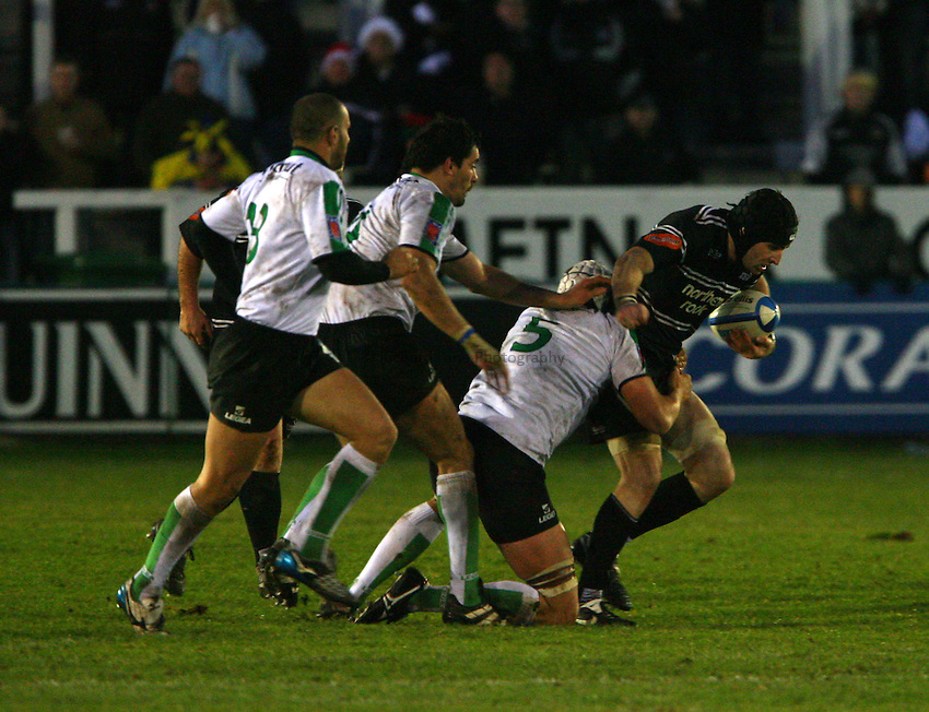 Photo: Andrew Unwin..Newcastle Falcons v Montauban. European Challenge Cup. 17/12/2006..Newcastle Falcons' Brent Wilson (R) attacks.