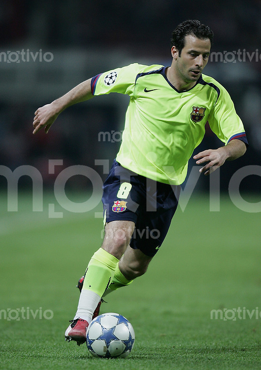 FUSSBALL Champions League 2005/2006 Halbfinal Hinspiel AC Mailand 0-1 FC Barcelona Ludovic Giuly (FC B) am Ball