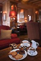 Europe/France/Rhône-Alpes/74/Haute-Savoie/Megève:<br /> Pâtisseries, chocolat au lait et thé au Salon de Thé de l'Hôtel Mont Blanc: Le Georges
