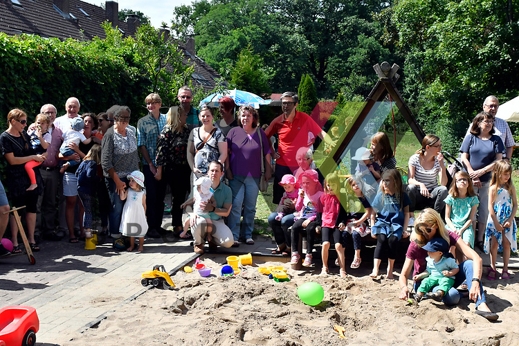 Mannheim 15.07.17 Protestfest Spielplatz Waldmeisterring, beliebt bei Alt und Jung der Sandkasten.<br /> <br /> Foto &copy; Ruffler For editorial use only. (Bild ist honorarpflichtig - No Model Release!)