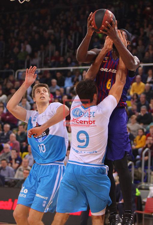 League ACB-ENDESA 2018/2019. Game: 14.<br /> FC Barcelona Lassa vs Monbus Obradoiro: 79-73.<br /> Nacho Llovet vs Chris Singleton.