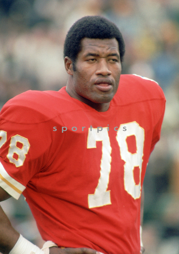 Kansas City Chiefs Bobby Bell (78) during a game from his 1970 season with the Kansas City Chiefs.  Bobby Bell played for 12 years all with the Kansas City Chiefs, was a 9-time Pro Bowler and was inducted into the Pro Football Hall of Fame in 1972.(SportPics)