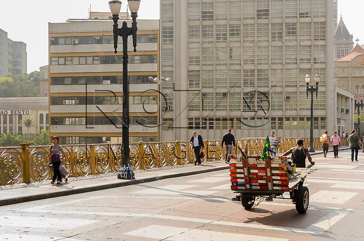 Catador de materiais recicláveis, São Paulo - SP, 10/2014.