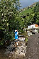 France, Aquitaine, Pyrénées-Atlantiques, Pays Basque,  Vallée des Aldudes, Banca: ferme aquacole de Banka ,  Peio Goicocchea  et ses  truites de Banka //  France, Pyrenees Atlantiques, Basque Country,  Aldudes Valley, Banca: Banka fish farm,  Peio Goicocchea and  Banka trout<br /> [Autorisation : 2014-148]
