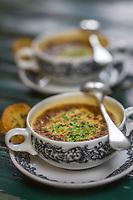 Europe/Allemagne/Bade-Würrtemberg/Forêt Noire/Durbach: Soupe aux escargots, gratinée, recette de Christian Baur de l' Hôtel  Ritter