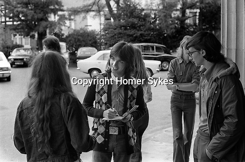 Jimmy signing aautographs outside Southampton Hotel 1975 Wings Tour UK
