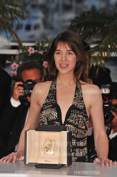 """Charlotte Gainsbourg - Best Actress winner for """"Antichrist"""" - at the photocall for the award winners at the 62nd Festival de Cannes..May 24, 2009  Cannes, France.Picture: Paul Smith / Featureflash"""