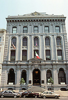 """Philadelphia: Bank of Pennsylvania, 1857-59. 421 Chestnut. """"Based onthe Renaissance Palace in Venice."""" Later, this is the Philadelphia Bank. Photo '85."""