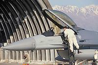 - aereo da caccia  F 16 nella base aerea  USA di Aviano (Pordenone)....- F 16  fighter in the USA air base  of Aviano (Pordenone, Italy)..