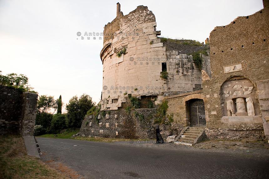 The Cecilia Metella tomb in the Ancient Appia. La Tomba di Cecilia Metella nella Via Appia Antica.