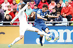 Getafe's Pedro Leon (r) and Real Madrid's Nacho Fernandez during La Liga match. April 16,2016. (ALTERPHOTOS/Acero)