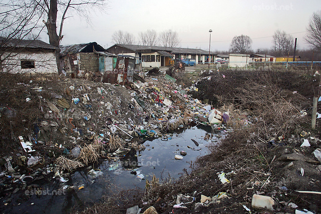 "SERBIA, Belgrade, Jan. 18, 2007..Garbage dump near a refugee camp ""Krnjaca"" near Belgrade..© Djordje Jovanovic /EST&OST"