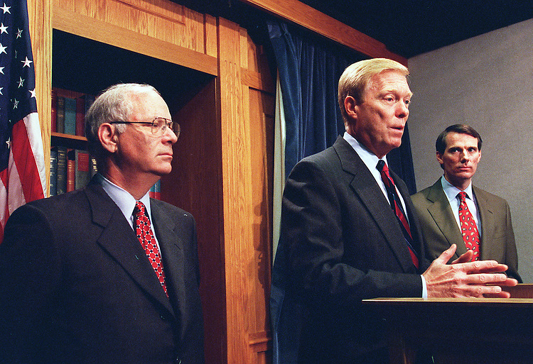 10/21/97.IRS REFORM:Benjamin Cardin,D-Md.,Richard A. Gephardt,D-Mo., and Bill Paxon,R-N.Y., during a press conference on I.R.S. reform..CONGRESSIONAL QUARTERLY PHOTO BY DOUGLAS GRAHAM