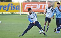 SÃO PAULO,SP, 29.05.2015 - FUTEBOL-PALMEIRAS - Victor Luis do Palmeiras durante treinamento do Palmeiras na Academia de Futebol, na Barra Funda zona oeste nesta sexta-feira, 29. (Foto: Bruno Ulivieri/Brazil Photo Press)