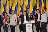 BOGOTÁ -COLOMBIA. 15-06-2014. Juan Manuel Santos (C) candidato por el partido de La Unidad Nacional acompañado de su familia y su fórmula vicepresidencial Germàn Vargas Lleras (Der) tras terminar su discurso como presidente electo en las eleccciones presidenciales para el período constitucional 2014-18 en Colombia a Oscar Ivan Zuluaga del partido Centro Democratico. La segunda vuelta de la elección de Presidente y vicepresidente de Colombia se cumplió hoy 15 de junio de 2014 en todo el país./ Juan Manuel Santos (C)candidate by National Unity party acompanied with his family and his runmate German Vargas Lleras (R) after finishing his speech as president elected in the Presidential elections for the constitutional period 2014-15 in Colombia to Oscar Ivan Zuluaga by Democratic Center party. The second round of the election of President and vice President of Colombia that took place today June 15, 2014 across the country. Photo: VizzorImage/ Gabriel Aponte / Staff