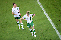 FUSSBALL  EUROPAMEISTERSCHAFT 2012   VORRUNDE Italien - Irland                       18.06.2012 Keith Andrews (li) und Damien Duff (re, beide Irland) sind enttaeuscht