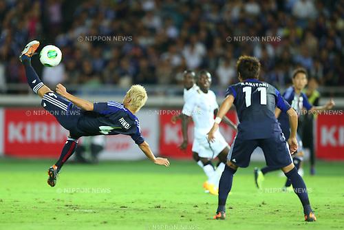 (L-R) Keisuke Honda, Yoichiro Kakitani (JPN),<br /> SEPTEMBER 10, 2013 - Football / Soccer :<br /> Kirin Challenge Cup 2013 match between Japan 3-1 Ghana at Nissan Stadium in Kanagawa, Japan. (Photo by Kenzaburo Matsuoka/AFLO)