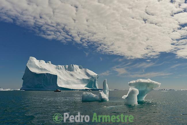 La expedición de Greenpeace en el Artico muestra las evidencias del cambio climatico en las proximidades del casquete Polar artico, en Groenlandia. Alejandro Sanz acompaña a la expedición. 20 Julio 2013. ©Pedro ARMESTRE