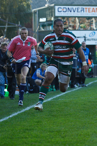 18.10.2010 Alesana Tuilagi makes a break.