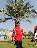 Fussball 1. Bundesliga:  Saison   2011/2012    Winter Trainingslager des FC Bayern Muenchen  03.01.2012 Philipp Lahm unter einer Palme