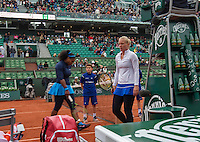 Paris, France, 03 June, 2016, Tennis, Roland Garros, Semifinal women, Kiki Bertens (NED) during changeover in her match against Serena Williams (USA) (L)<br /> Photo: Henk Koster/tennisimages.com